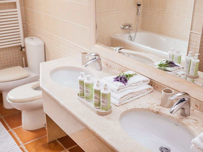 Suites_bathroom- 01