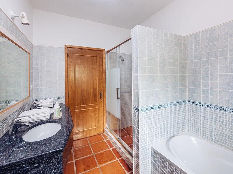 Suites_bathroom- 02