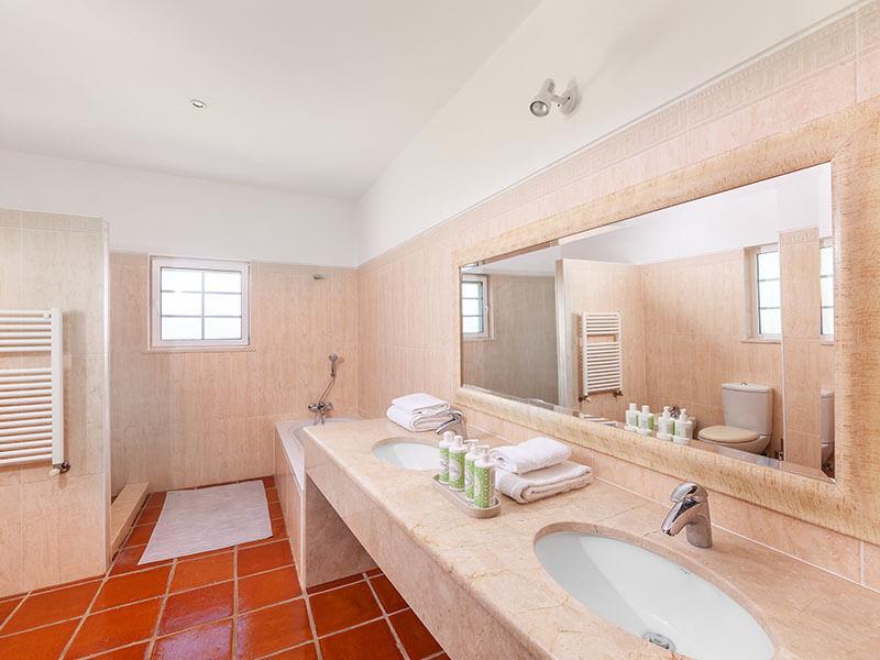 Suites_bathroom- 03
