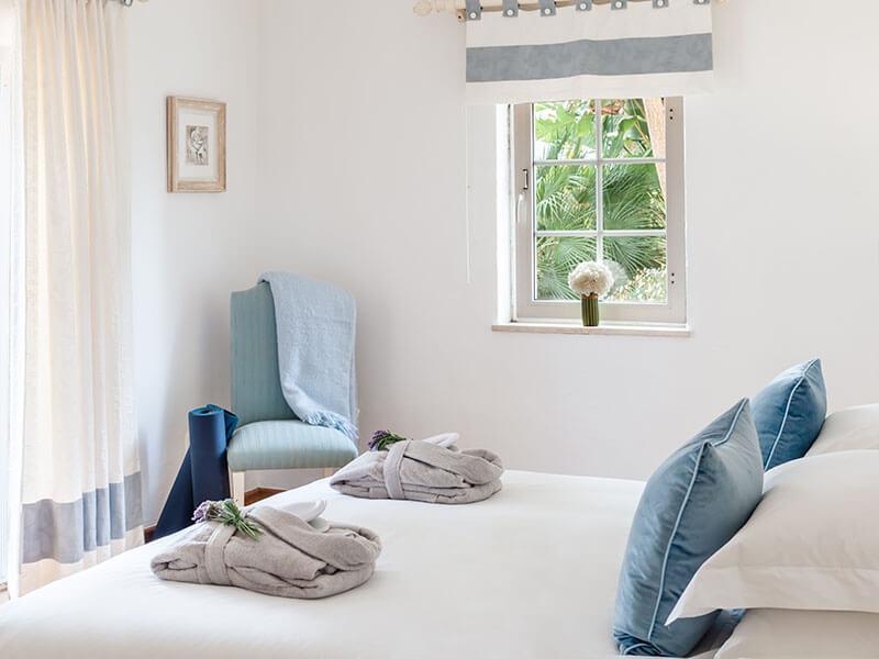 Suites_bedroom-01