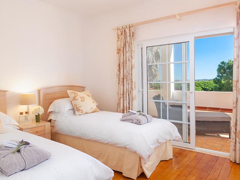 Suites_bedroom