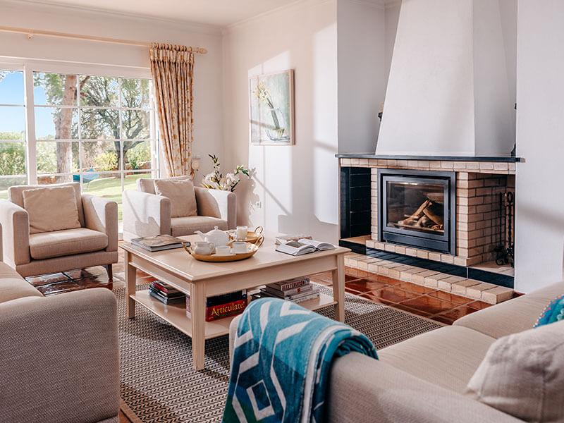 Suites_living room-02
